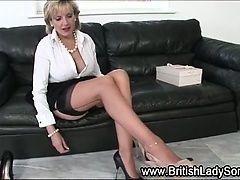 Грудастая британка Lady Sonia дрочит ему как сумашедшая