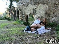 Классный секс в парке на траве
