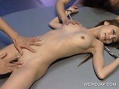 Японская сексуальная куколка трахнулась в групповухе