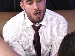 Красивый гей Diego Sans совратил невинного сотрудника в офисе