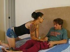 Татуированная мамочка Dana Vespoli, сосущая как профессионалка