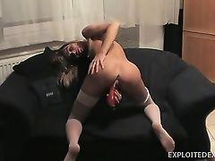 Худая бывшая подружка, трахающая ее киску с вибратором