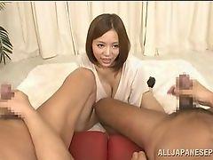 Большая грудастая японская милашка любит наблюдать, что парни мастурбируют