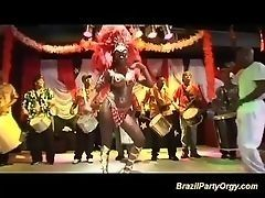 Бразильский групповой секс на карнавале