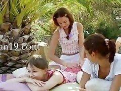 Три полячки лесбиянки решили устроить пикник под пальмой для лесбийского горячего секса